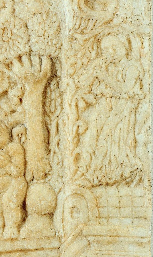 Fig. 3, Antonio di Pietro da Venezia, Madonna col Bambino, circa 1465 circa-1471, marmo, 67,5 × 53 cm, Ferrara, Museo della Cattedrale, inv. MC038, particolare