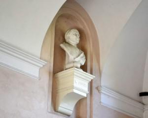 Fig. 3, Giovan Battista Longanesi, Busto di Giuseppe Antonelli, 1898, Ferrara, Palazzo Schifanoia, atrio