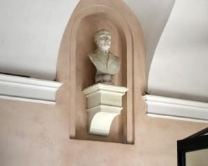 Fig. 4, Giovan Battista Longanesi, Busto di Pietro Niccolini, 1898, Ferrara, Palazzo Schifanoia, atrio