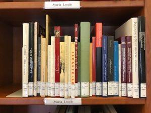 Fig. 2, una parte degli scaffali con i libri ricollocati e pronti per la fruizione