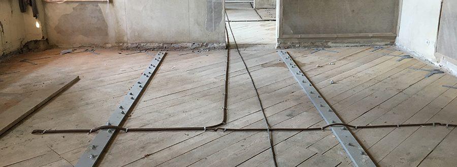 Fig. 8- Irrigidimento e consolidamento dei solai mediante triplo tavolato, piatto metallico ad alto spessore e connettori