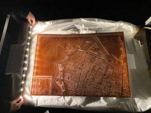 Fig. 3 - Prova illuminotecnica per la realizzazione della teca che ospiterà una delle lastre di Andrea Bolzoni